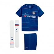18c0500c69 Conjunto Nike Chelsea FC Equipamento Principal 2018-2019 Crianças Rush Azul-Branco  Cascais
